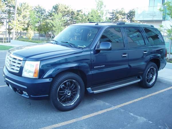 I am selling my 2004 Cadillac Escalade - $10999