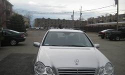 1Lady Owner Only 103,660KM Mercedes-Benz C230 KOmpressor 4Doors