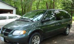 2004 Dodge Grand Caravan SXT Minivan w/ 6 disk DVD