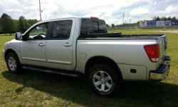 2004 nissan Titan luxury pick up truck 4168896559