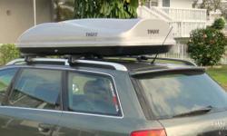 Thule Rapid Smart Crossbar with Thule Evalutian Cargo box